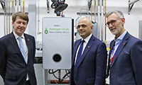 Chancellor visits Worcester Bosch 'clean gas' laboratory image