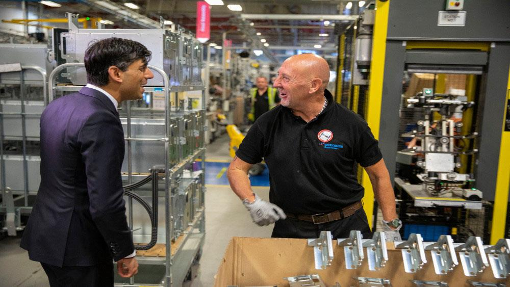 Chancellor Rishi Sunak MP visits Worcester Bosch to learn more about 'safe gas' technology image