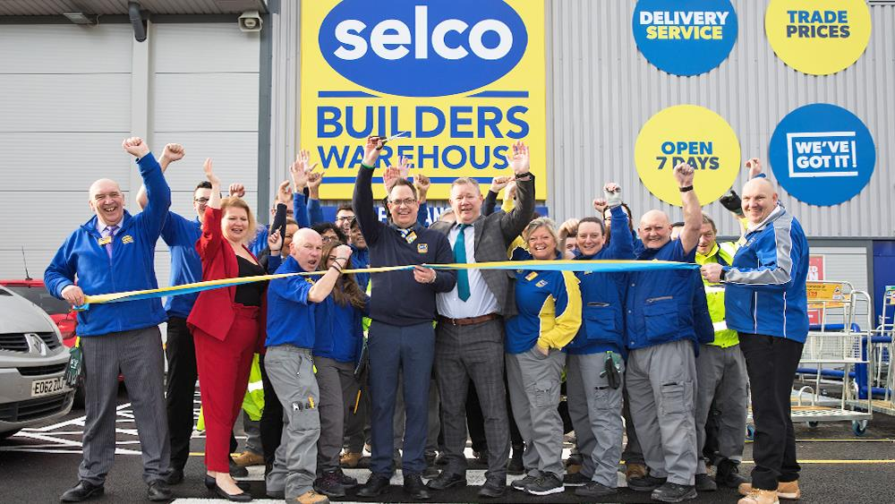 Selco donates £4000 to mark opening of 68th branch image